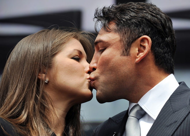 oscar de la hoya hairstyles. Oscar de la Hoya and Wife are